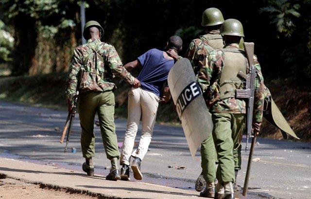 Policía antidisturbios en Kenia