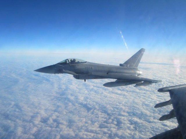 Un Eurofighter español sobrevolando el mar Báltico en misión de la OTAN