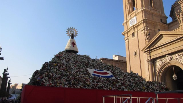 Ofrenda de Flores a la Virgen del Pilar de Zaragoza