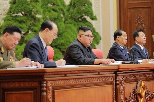 Kim Jong Un en un comité del partido del Trabajo de Corea del Norte WPK