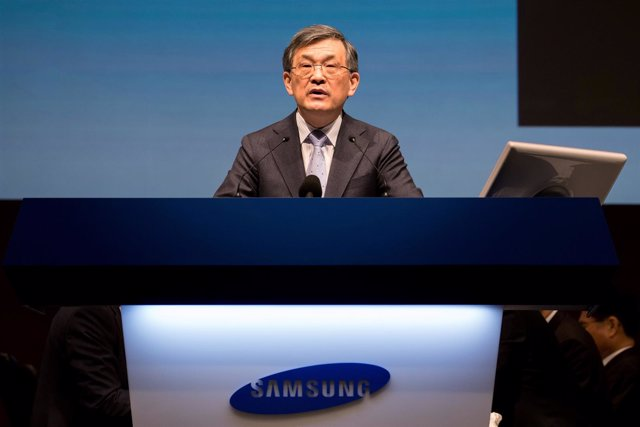FILE PHOTO: Kwon Oh-Hyun, co-chief executive officer of Samsung Electronics Co.,