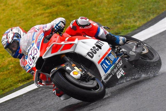 Andrea Dovizioso (Ducati) bajo la lluvia en Japón