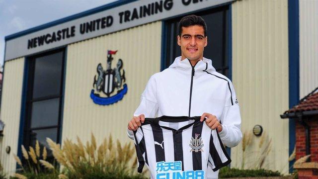 Mikel Merino firma por 5 años con el Newcastle