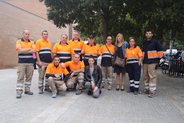 La alcaldesa de Sant Boi, Lluïsa Moret, junto a los integrantes del equipo