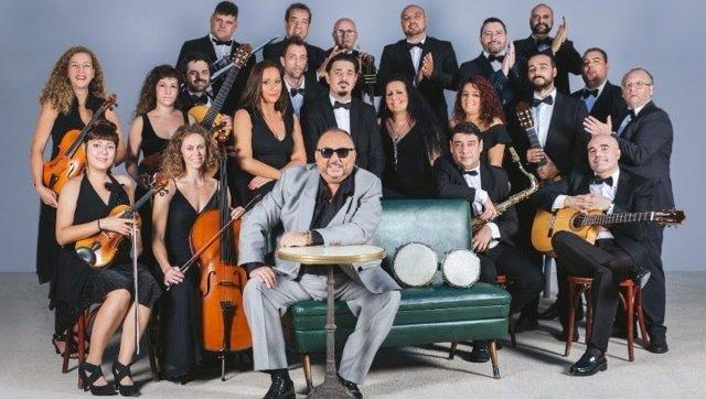El rumbero 'Petitet' y la Orquestra Simfónica de Rumba del Raval