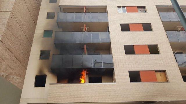 Incendio fuego casa vivienda okupa en málaga capital sucesos bloque humo llamas