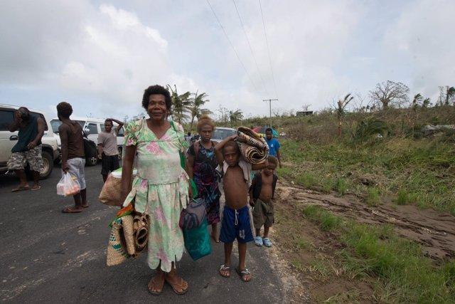 Familia afectada por el ciclón Pam en Vanuatu