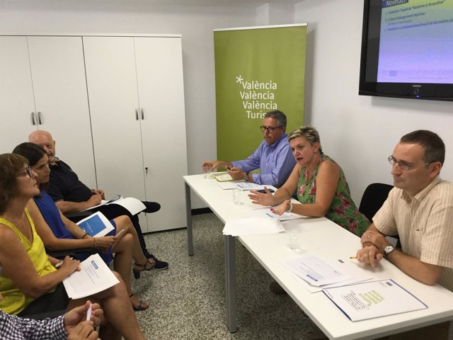 Pilar Moncho presentó el programa a técnicos y concejales de los municipios