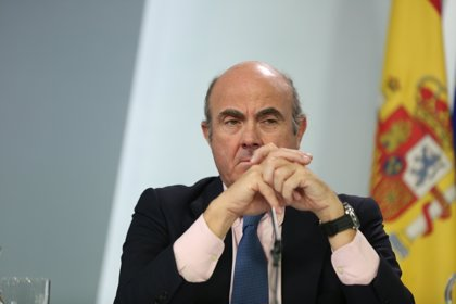 De Guindos avanza que la economía crecerá menos del 2,6% en 2018 por el impacto de la situación en Cataluña