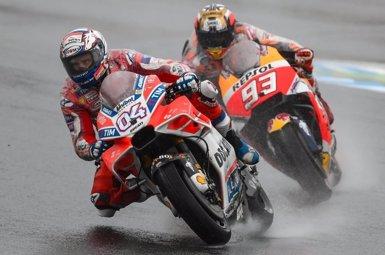 Dovizioso s'imposa a Marc Márquez i apreta el Mundial de MotoGP (MOTOGP.COM)