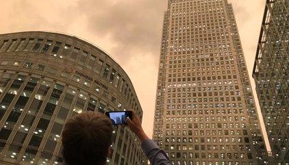 El cielo de Londres se tiñe de amarillo por la arena del Sáhara y los incendios de la península Ibérica