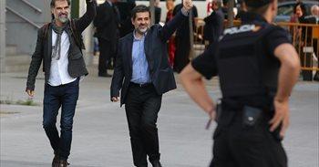 """Los abogados de Cuixart y Sánchez: """"Van a la cárcel con la cabeza muy alta porque no hacen nada malo"""""""