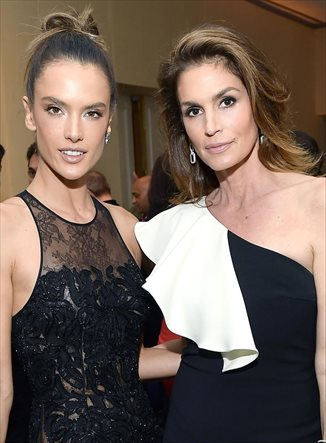 Alessandra Ambrosio vs. Cindy Crawford: duelo de top en Hollywood