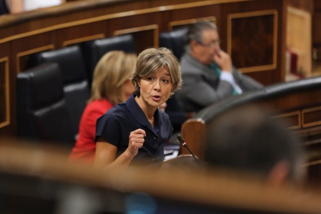 Isabel García Tejerina en la sesión de control al Gobierno en el Congreso
