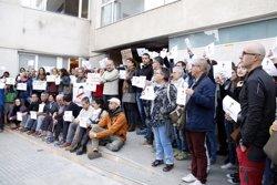 Unes 150 persones es concentren davant els jutjats de Vic per exigir la llibertat de Sánchez i Cuixart (ACN)