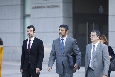 Uns 400 mossos ovacionen Trapero en el complex central de Sabadell (EUROPA PRESS)