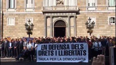 Puigdemont i Colau encapçalen una concentració a Barcelona contra les detencions (EUROPA PRESS)