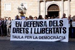 El Govern i l'Ajuntament de Barcelona rebutgen l'empresonament de Cuixart i Sánchez amb una aturada de cinc minuts (ACN)