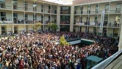Concentració multitudinària davant els campus universitaris contra l'