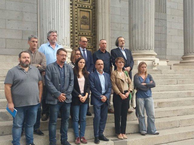 Diputados concentrados contra el encarcelamiento de Sànchez y Cuixart