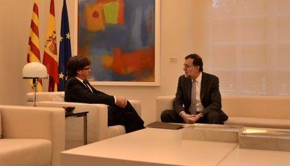 """Puigdemont ofrecerá diálogo a Rajoy el jueves, pero """"no se moverá"""" de su posición actual"""