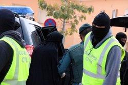 La Guàrdia Civil marxa de la casa de la jove de Palamós acusada de captar jihadistes després de cinc hores d'escorcoll (ACN)