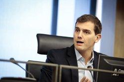 Rivera avisa el PSOE que no contribuirà a
