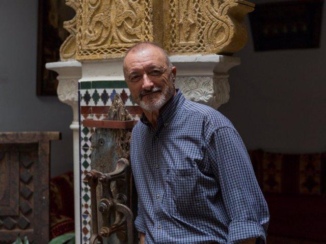 Arturo Pérez Reverte en Tánger
