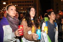 15.000 persones omplen la plaça Constitució de Girona per reclamar l'alliberament de Sánchez i Cuixart (ACN)