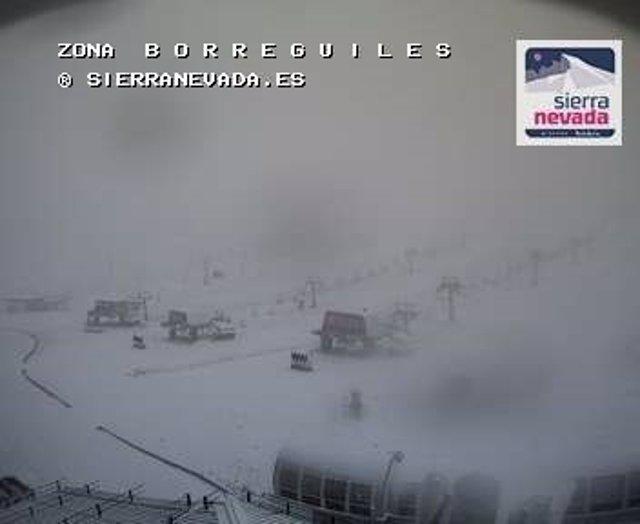 Sierra Nevada recibe los primeros copos de nieve