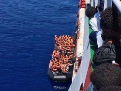 Ascendeixen a 45 els morts per la col·lisió d'una embarcació que duia migrants i un vaixell de l'Armada de Tunísia (TWITTER/@MSF_SEA)
