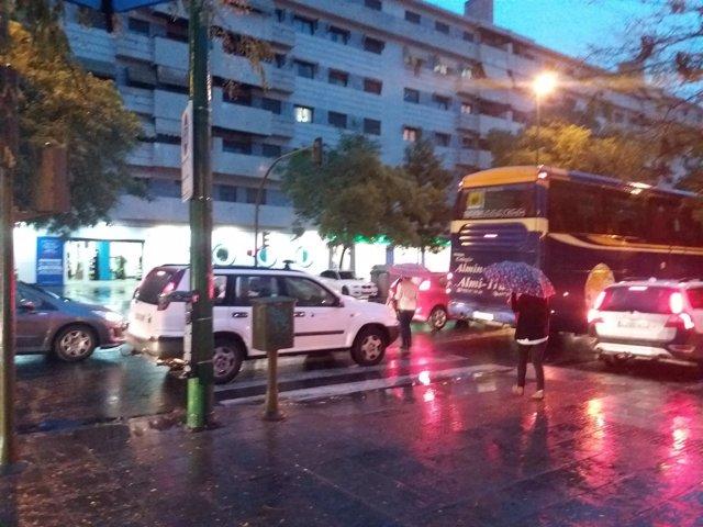 Las primeras lluvias del otoño causan problemas de tráfico.