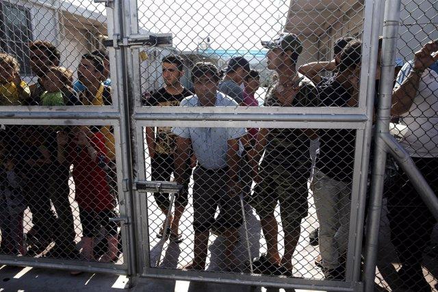 Refugiados en el centro de detención de Moria, Lesbos