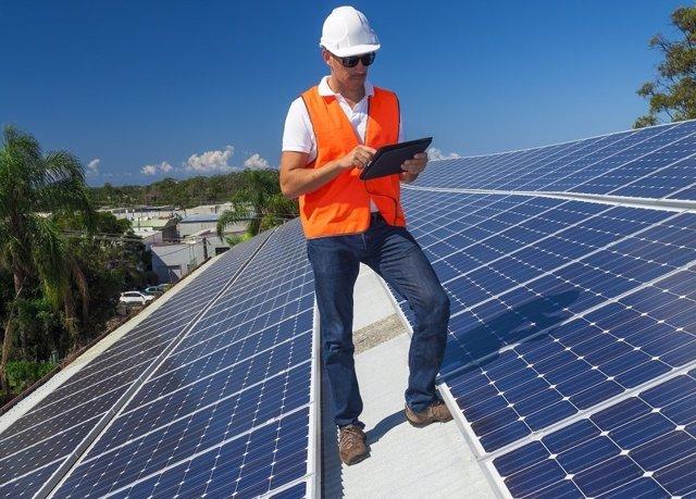 Paneles solares, energía renovable, autoconsumo