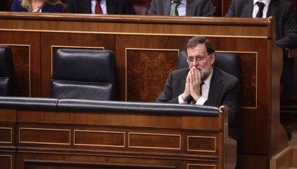 El Gobierno ultima este miércoles con PSOE y Cs cómo aplicar el artículo 155 de la Constitución