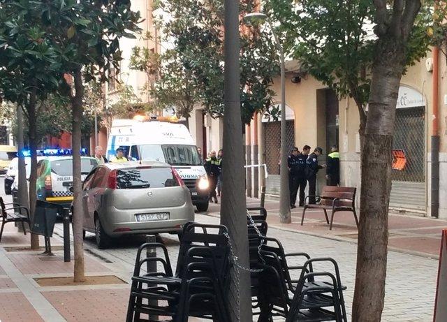 Policía en el portal del asesinato de María Teresa Gil de Gárate en Logroño