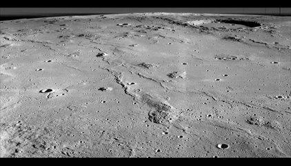 Descubierta una caverna-refugio de 50 kilómetros en la Luna