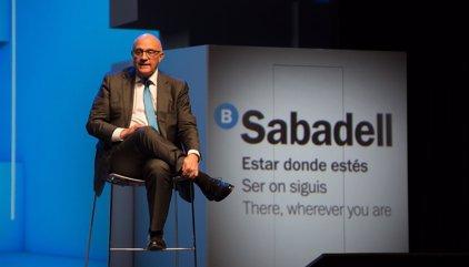 El Sabadell estudia trasladar la alta dirección del banco a Madrid