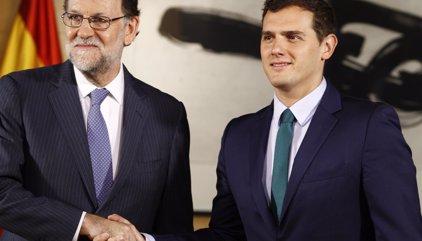 Rajoy promete a Rivera mantenerle informado sobre la concreción técnica del artículo 155 en Cataluña