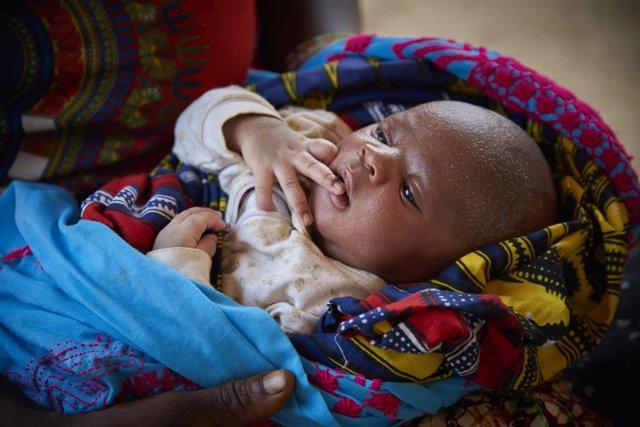 Un niño recién nacido en Sierra Leona
