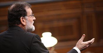 El euro baja y la prima de riesgo española se amplía tras anunciar el Gobierno que sigue adelante con el 155