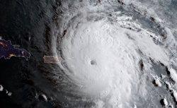 Lan es converteix en un tifó de categoria 1 i podria tocar terra al Japó aquest dissabte (TWITTER / @NOAASATELLITES)
