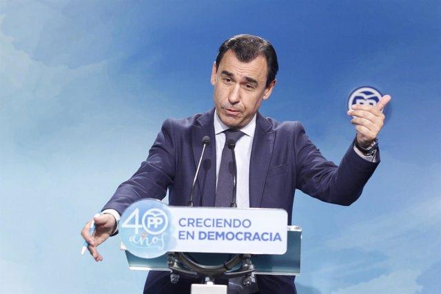 Fernando Martínez-Maillo da una rueda de prensa en la sede del PP