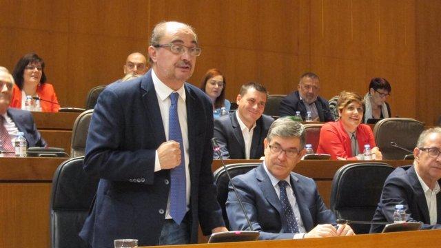 Lambán en su intervención en el pleno de las Cortes este viernes