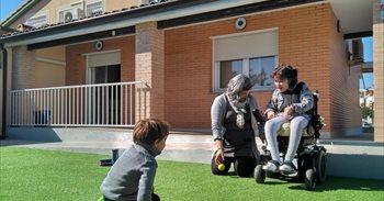 Los primeros niños diagnosticados de ELA en España estrenan su casa adaptada en Ontígola (Toledo)