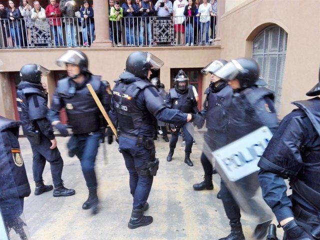 Policía Nacional y Guardia Civil requisan urnas del referéndum del 1-O (recurso)
