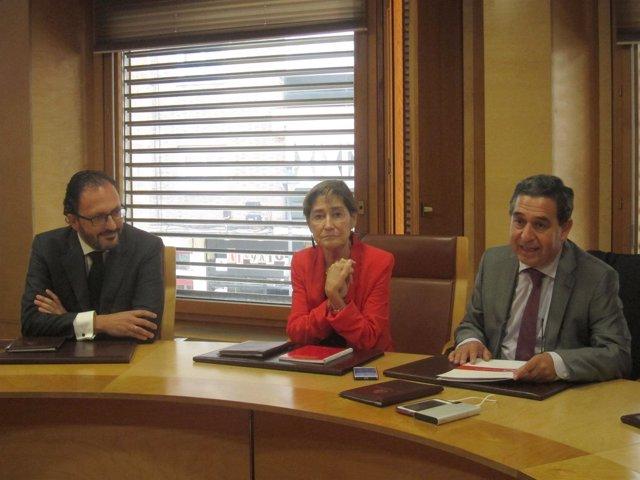 Ortega junto a Garicano (izda) y Julio Sanz.