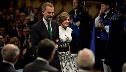 La Reina Letizia deslumbra inspirándose en la época dorada de Hollywood