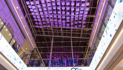 Al menos 35.000 personas han acudido este viernes a la apertura del Centro Comercial Plaza Río 2