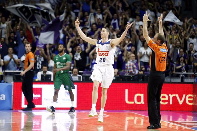 Jaycee Carroll Dirige El Triunfo Del Real Madrid Ante Unicaja